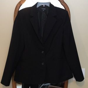 Chadwicks Classic Notched Collar Blazer in  Black